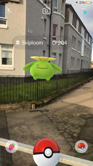 Pokémon Go Hunting At Night Capturing Skiploom